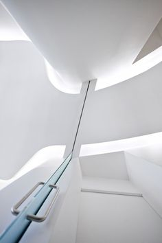 Another futuristic view inside Dr Dumas & Chaine Cabinet in Paris by Swan Architects (photo © MVDA™ ) _