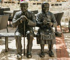 Výsledok vyhľadávania obrázkov pre dopyt Grandfather with grandmother sculpture