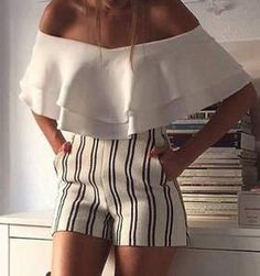 60 Trending And High Casual Summer Outfits Of Fashionista : Maria Turiel Cozy Winter Outfits, Casual Summer Outfits, Mode Outfits, Fashion Outfits, Fashion 2018, Mode Shorts, Schneider, Striped Shorts, Patterned Shorts