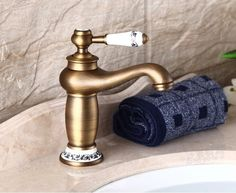 Antique Brass Single Handle Bathroom Sink Faucet Vanity Sink Tap Mixer Faucet
