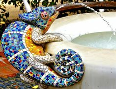 Lizard water fountain mosaic.