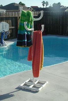 PVC Pool Towel Holder - this could be turned into a sprinkler tower! Pvc Pipe Crafts, Pvc Pipe Projects, Outdoor Projects, Welding Projects, Pvc Pool, Pvc Pipe Furniture, Furniture Ideas, Pool Towel Holders, Living Pool