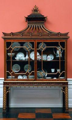 Porcelain cabinet; padouk Thomas Chippendale, England, c. 1750 H: 270 cm; W: 156 cm; D: 45 cm Inv. nr. 31/1965