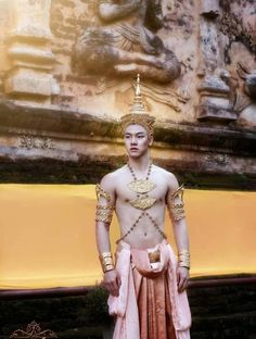 Traditional Thai Clothing, Traditional Fashion, Traditional Outfits, Beautiful Men, Beautiful People, Thai Dress, Thai Art, Thai Style, Human Art