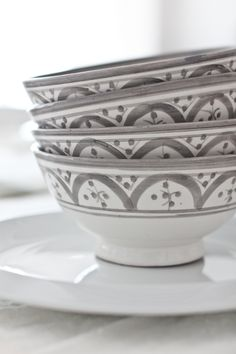 The hand painted grey bowls from tinekhome adds a subtle hint of Morrocan feel to the table setting.