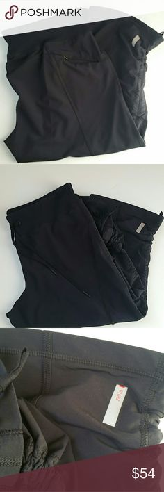 Zella crop pant size 8 Like new Zella Pants Ankle & Cropped
