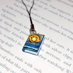 Divergent Key Chain this is cute a little baby book of Divergent!!