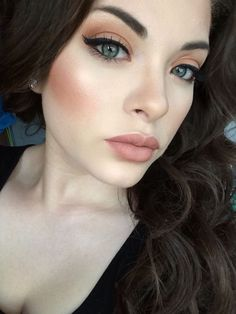 Porcelain Skin Makeup | Peach Makeup Look | Classic Black Lined Eyes With Peach