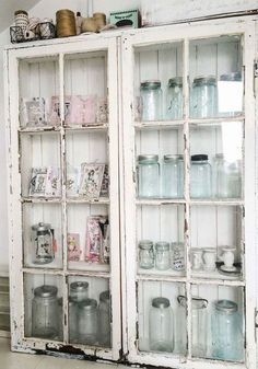 Shabby chic usually means white, whitewashed and pastel or vintage floral motifs. We have a bunch of sweet shabby chic kitchen decor ideas to inspire you. Cottage Shabby Chic, Cocina Shabby Chic, Shabby Chic Mode, Shabby Chic Vintage, Muebles Shabby Chic, Shabby Chic Kitchen Decor, Shabby Chic Style, Shabby Chic Furniture, Vintage Decor