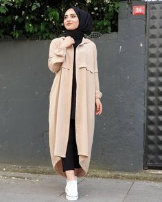 L'image contient peut-être: 1 personne, debout Hijab. The word conjures up images of gorgeous Muslim Modern Hijab Fashion, Muslim Fashion, Modest Fashion, Fashion Outfits, Fashion Trends, Hijab Outfit, Hijab Dress, Abaya Style, Hijab Chic