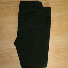 """Free People Black High Rise Skinny Jeans These jeans are preloved but in very good condition. Very little wear throughout. They are a skinny jean in black. No fading on wash. Made of 77% cotton 21% polyester 2% spandex. I believe this may be the gummy style denim. Tag size is 28. Inseam is approximately 29"""" long. Front rise is approximately 11"""" long Free People Jeans Skinny"""