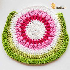 Chart móc túi dâu tây ngọt ngào đốn tim chị em chúng mình Crochet Handbags, Crochet Purses, Crochet Purse Patterns, Crochet Flowers, Clutch Bag, Crochet Baby, Crochet Projects, Projects To Try, Charts