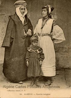 Algerian family, ca. Old Pictures, Old Photos, Vintage Photographs, Vintage Photos, The Beautiful Country, African Countries, Cultural, Arabian Nights, People Of The World