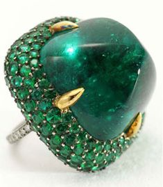 Joel Arthur Rosenthal (JAR)'s Emerald and Diamond ring from the collection of Ellen Barkin. Set with a sugarloaf cabochon emerald ct) within a bombé pavé-set emerald surround, mounted in silver and gold. Jar Jewelry, Jewelry Rings, Jewelry Accessories, Fine Jewelry, Jewelry Design, Jewellery, Bijoux Art Deco, Emerald Jewelry, Diamond Are A Girls Best Friend