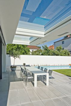 New building WH M Regensburg While historic inside notion, the pergola continues to be Outdoor Rooms, Indoor Outdoor, Outdoor Living, Outdoor Furniture Sets, Outdoor Decor, Pergola With Roof, Pergola Plans, Timber Roof, Glass Roof