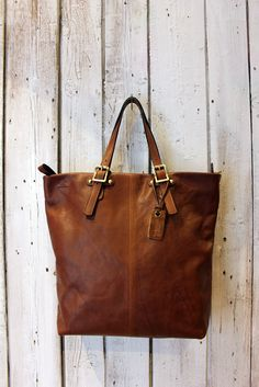 SHOPPER in CUOIO , Handmade vintage Italian Leather Tote Bag di LaSellerieLimited su Etsy