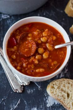 Rancho Canrio – Canarian stew with chickpeas, beans, peppers and chorizo. Wonderfully spicy, warming and satiating! Mexican Dinner Recipes, Cuban Recipes, Easy Healthy Recipes, Vegetarian Recipes, Easy Meals, Chorizo, Best Sausage, Fat Burning Drinks, Easy Casserole Recipes