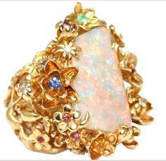 Christian DIOR Victoire de Castellane White Opal Gem Set Gold Ring
