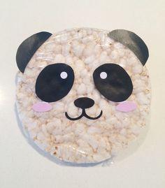 Super simpel en gezond deze panda traktatie! Rijstwafel met folie inpakken, print uitknippen en opplakken. Het uitknippen is best een ...
