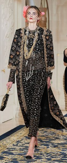 Chanel Pre-Fall 2017 Fashion Show & more details