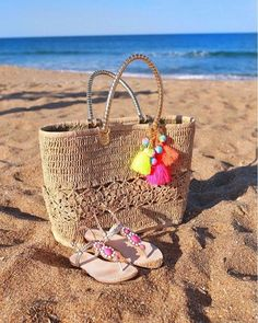 Lilly Pulitzer Riviera Straw Tote and Seaurchin Sandal, as seen via @poorlittleitgirl's Instagram