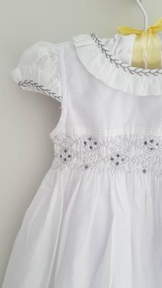 Beautiful white hand smocked dress - size months, size 1 and size 2 Baby Girl Dress Patterns, Baby Dress Design, Little Girl Dresses, Girls Dresses, Smocked Baby Clothes, Smocked Dresses, Toddler Christmas Dress, Smocks, Tent Dress