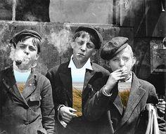 Newsies vs the World! The Newsboys Strike of 1899 - The Bowery Boys: New York City History Old Photos, Vintage Photos, The Bowery Boys, Lewis Hine, Rare Historical Photos, Women Lifting, Vs The World, American Children, Make Photo