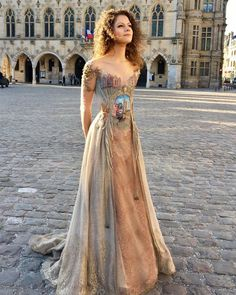 Even though we've already seen historically-inspired dresses and life sized wedding dress cake, these beautiful dresses surprised the wardrobe out of us. French creator Sylvie Facon sews fairytale dresses with… Beautiful Gowns, Beautiful Outfits, Wedding Dress Cake, Party Dress, Wedding Dresses, Fantasy Dress, Facon, Mode Inspiration, Dream Dress