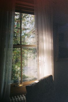 window, vintage, and light image Windows Wallpaper, Hygge, Plan Maestro, Earthy Home Decor, Aesthetic Photography Nature, Wattpad, Window View, Slow Living, Love Photos