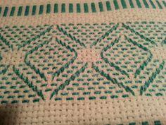 Com um esquema , é fácil fazer vagonite , o tecido para este bordado auxilia seu trabalho . Existem revistas próprias nas bancas , onde os esquema sugerem as cores contrastantes ou as nuances de cores.