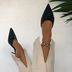 Uploaded by 𝐀♡. Find images and videos about cute, shoes and heels on We Heart It - the app to get lost in what you love. Zara Heels, Shoes Heels, Clogs, Aesthetic Shoes, Mode Style, Zara Black, Shoe Game, Shoe Collection, Comfortable Shoes
