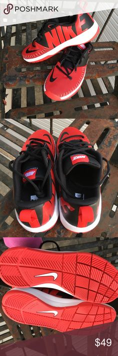 2abe5f40526 Nike Team Hustle Basketball Shoe Size 6Y ✓️Nike Team Hustle Basketball Shoe  Size 6Y ✓