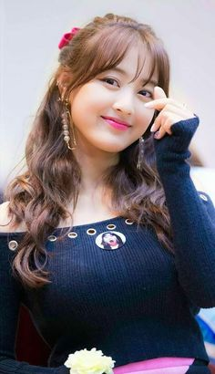Jihyo the HeartshakerExotic Beauty colliding with talentjihyo little heartwow to vãiSi estuvieras en twice Sexy Asian Girls, Beautiful Asian Girls, Beautiful Women, Nayeon, Kpop Girl Groups, Kpop Girls, Korean Beauty, Asian Beauty, Oppa Gangnam Style