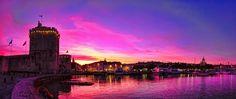 Le Vieux port de La Rochelle au soleil couchant | Charente-Maritime Tourisme #charentemaritime | © C. VIVIER