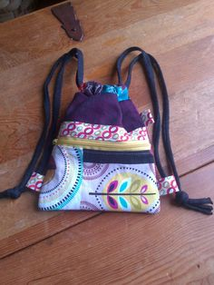 Mochila con cremallera Coin Bag, Girls Bags, Little Bag, Diy And Crafts, Lunch Box, Backpacks, Wallet, Sewing, Irene