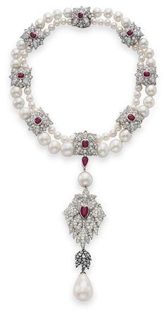 """LIZ TAYLOR: """"La Peregrina"""" Pearl mounted by Cartier"""