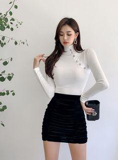 Short Skirts, Short Dresses, Mini Skirts, Beautiful Asian Girls, Beautiful Models, Korean Beauty, Asian Beauty, Rock Outfits, Female Poses