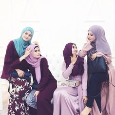Muslimahs in Hijab... Always a lovely sight! | Mungkin #bakalmenantumakawak