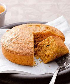 Bolo de laranja e cenoura. Um bolo simples muito bom para o lanche. O miolo de amêndoa faz toda a diferença nesta receita.