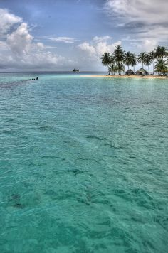The San Blas Islands in HDR. Paradise on Earth.