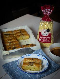 Απολαυστικές και τραγανές φλογέρες με γέμιση από Γλυκό Τραχανά Βλάχα, που συνοδεύονται τέλεια από δροσερό ντιπ ντομάτας. French Toast, Food And Drink, Breakfast, Recipes, Search, Puff Pastry Recipes, Morning Coffee, Recipies, Searching