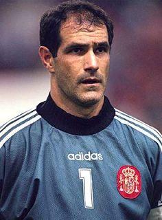 Andoni Zubizarreta jugó como guardameta y desarrolló su carrera profesional en cuatro clubes españoles: Deportivo Alavés, Athletic Club, FC Barcelona y Valencia CF. Es el segundo jugador con más internacionalidades con la selección de fútbol de España, con la que disputó 126 partidos, tan solo superado por Iker Casillas.