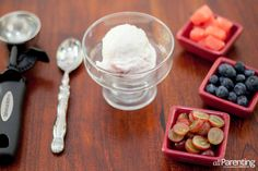 Frozen yogurt sundaes Feed your hungry kids these 9 summer snacks that are kid-approved in my house!  @allParenting #summer #kids #healthysnacks