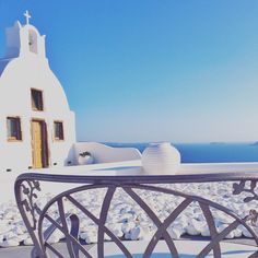 A comprehensive Santorini Greece guide, telling you what to do and what to skip in one of the most beautiful Greek island. Santorini Beaches, Santorini Honeymoon, Santorini Island, Santorini Greece, Best Greek Islands, Greece Islands, Greece Vacation, Greece Travel, Greece Places To Visit