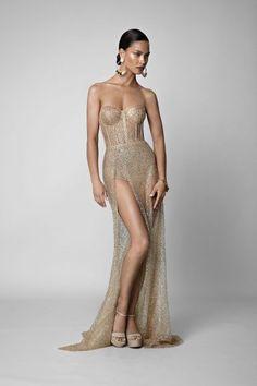 F/W 2019 bertabeautiful spun gold gown fashionista in 2019 вечерние плат Oscar Dresses, Sexy Dresses, Dress Outfits, Nice Dresses, Fashion Dresses, Dress Up, Formal Dresses, Gold Gown Dress, Long Mermaid Dress