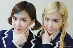 Crayon Pop Choa and Way / Identical Twins