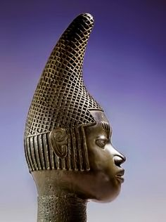 Idia, the mother of Oba Esigie, was granted the right to establish her own palace and ancestral altars as a reward for using her mystic powers to assist in victory in Benin's war against the Igala-Benin-head-sculpture-419x562