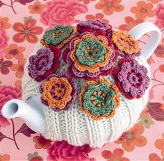 Knitted tea cosy with crocheted flowers tutorial by Marelize Wessels