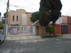Hermosa Residencia. Muy bien Ubicada, dentro de Fraccionamiento Cerrado, con Vigilancia 24 hrs y Circuito Cerrado en todo el Fraccionamiento. 265 m2 (...