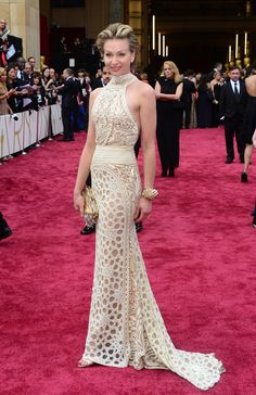 WHAT? WHAT? Is she imitating a giraffe?  Oscars 2014 Red Carpet: All The Dresses At The Academy Awards (PHOTOS, VIDEOS)